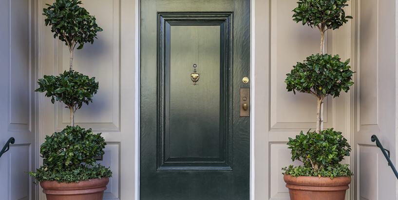 Современная металлическая дверь